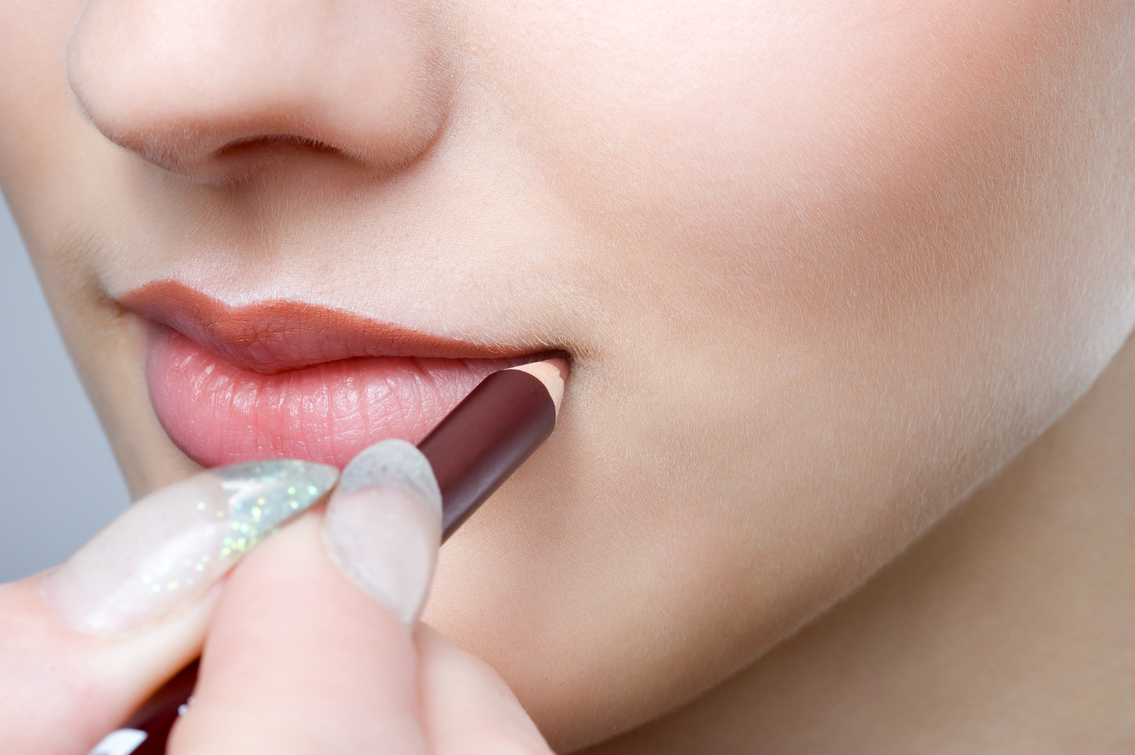 apply lip liner for long lasting lipstick