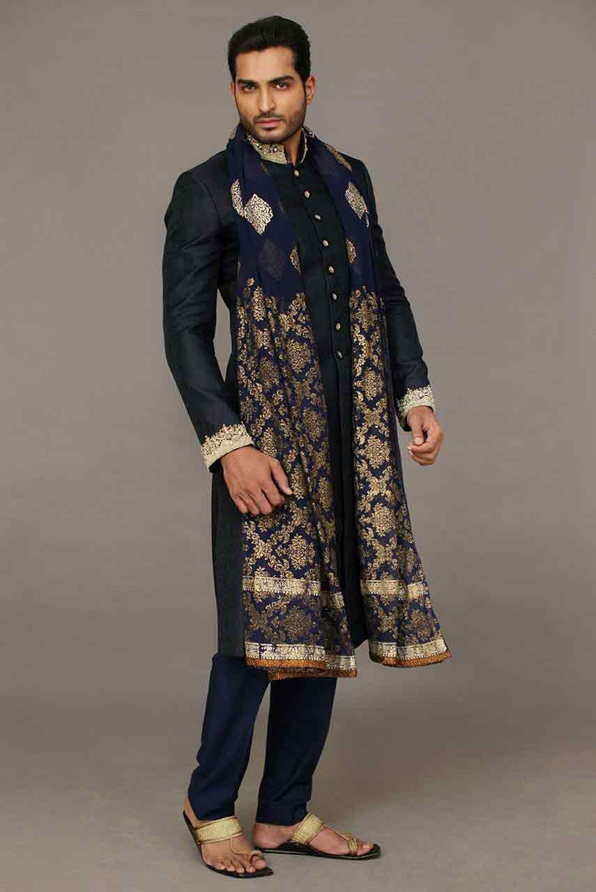 new stylish pakistani groom wedding sherwani designs 2017 for mehndi with embroidered dupatta