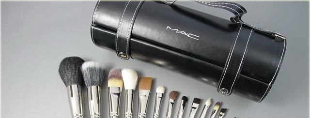Top 18 Makeup Brushes In Pakistan For 2018