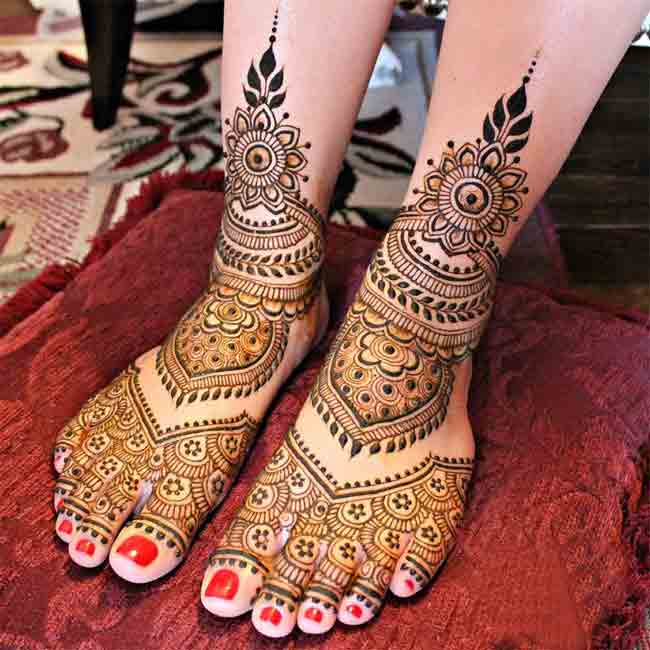 Latest Indian Bridal Mehndi Designs For Feet