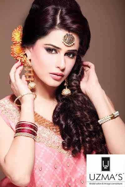 best romantic curls hairstyle for mehndi day