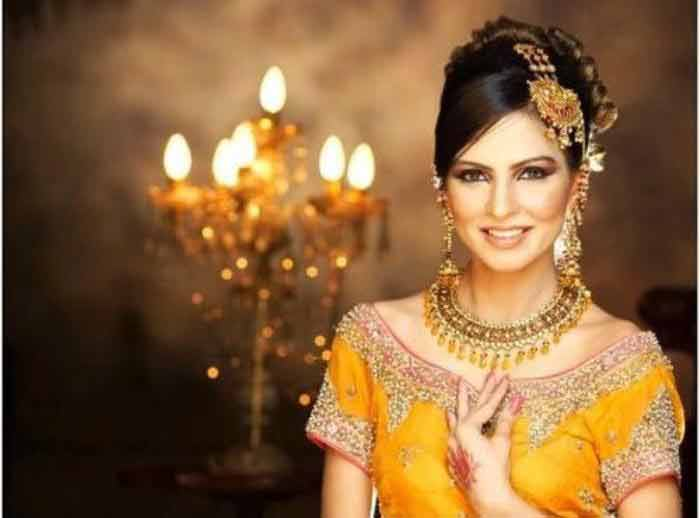 latest mehndi function hairstyles for wedding bride