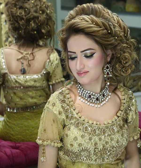 wedding bride cute updo mehndi hairstyle in pakistan