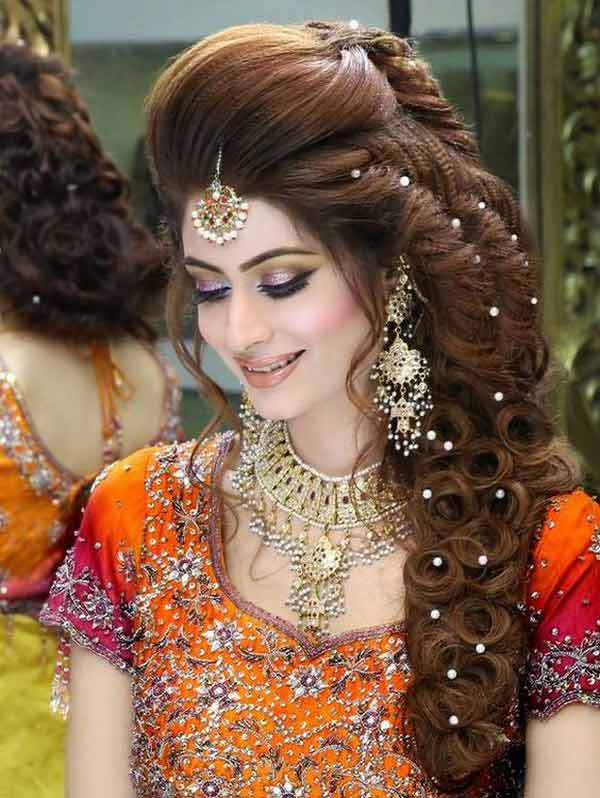 latest mehndi hairstyle with pearls for bridal