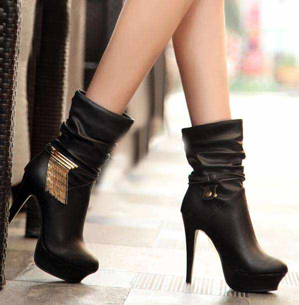 new styles of boots for young ladies and women latest winter fashion accessories trend 2017 2018 in Pakistan