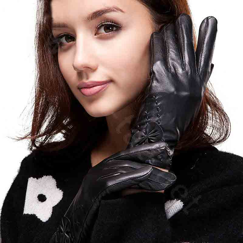 latest gloves for ladies latest winter fashion accessories trend 2017 2018 in Pakistan