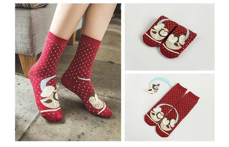 red winter socks for women latest winter fashion accessories trend 2017 2018 in Pakistan