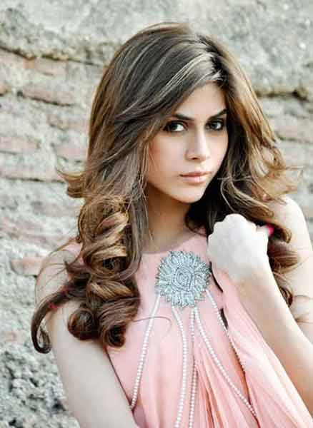 stylish loose curls for medium hair eid hairstyles 2017 for pakistani girls