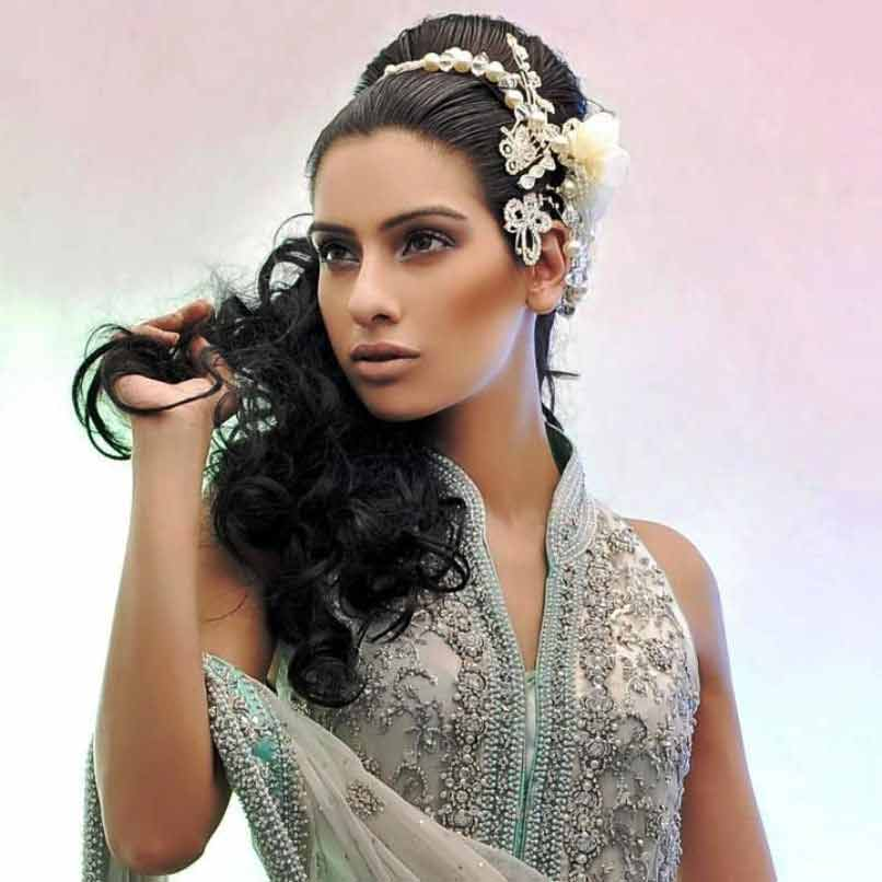 best flower adorned crown hairstyle with curls for medium hair eid hairstyles 2017 for pakistani girls