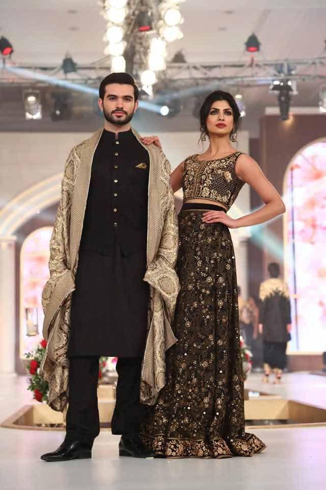 bridal in black and dark green lehnga choli and groom in black sherwani with matching embroidered shawl latest indian and pakistani wedding matching dress combinations for bride and groom 2017