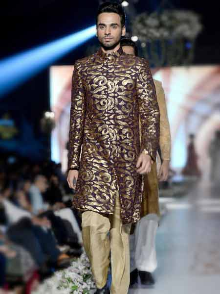 best magenta and golden new short sherwani styles 2017 sherwani for men in pakistan with cream trouser