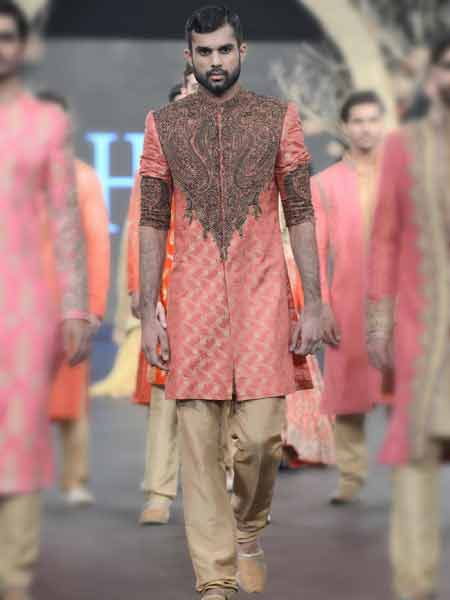 Latest baby pink short sherwani with embroidery on neck and skin pants new short sherwani styles 2017 sherwani for men in pakistan