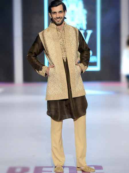 Best short sherwani with off white jacket and cream pajama new short sherwani styles 2017 sherwani for men in pakistan