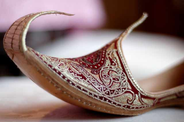 Best maroon embroidered men wedding khussa styles 2017 new sherwani khussa shoes