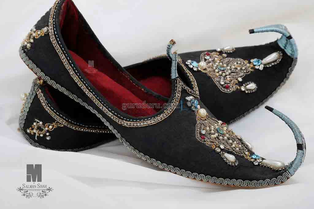 Latest black khussa with kundan and tilla work wedding khussa styles 2017 new sherwani khussa shoes for men