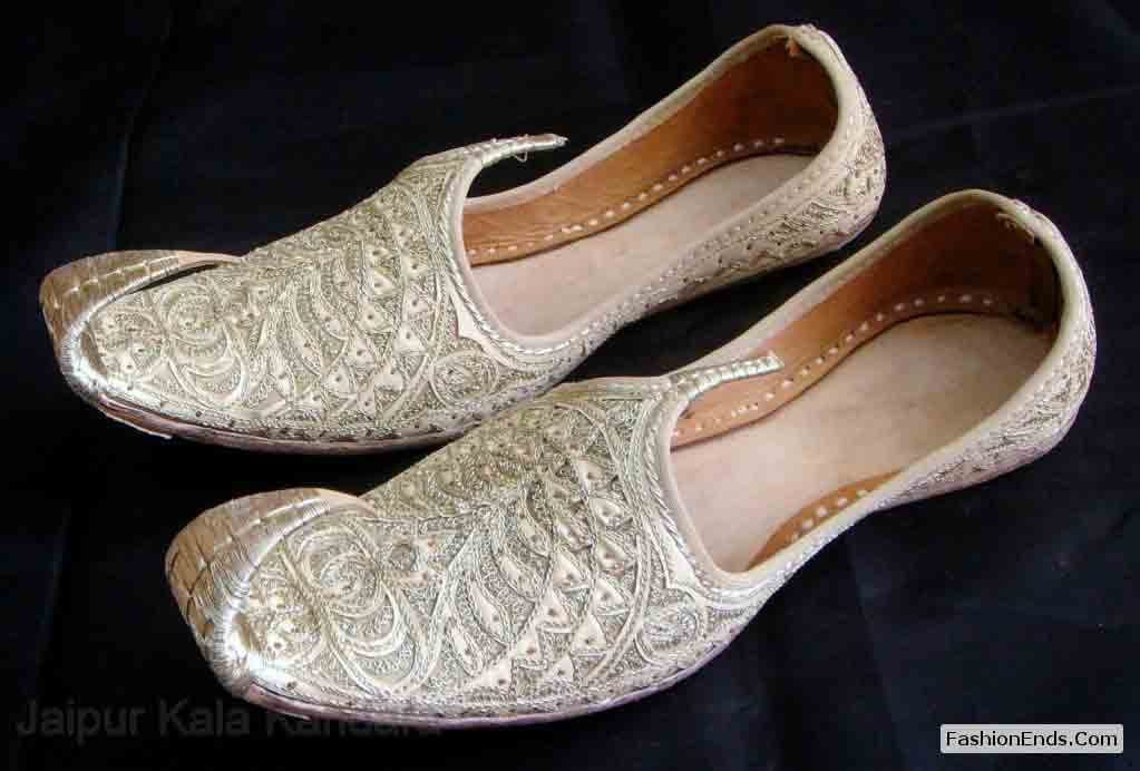 Latest off white tilla khussa with embroidery wedding khussa styles 2017 new sherwani khussa shoes for men