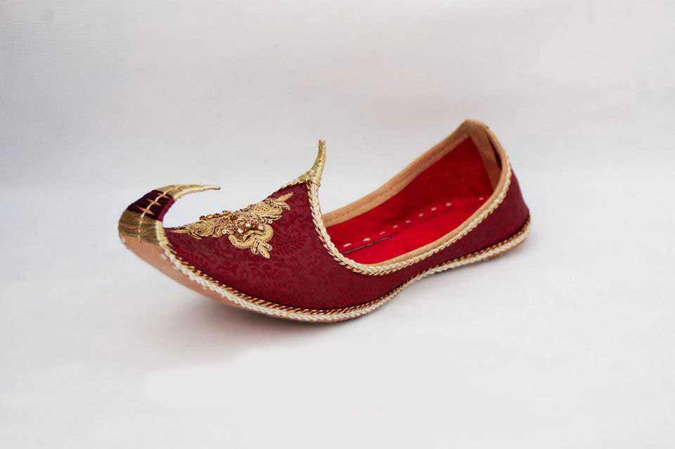 Best maroon embroidered khussa with golden work wedding khussa styles 2017 new sherwani khussa shoes for men