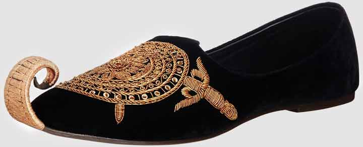 Best black velvet khussa with golden embroidery wedding khussa styles 2017 new sherwani khussa shoes for men