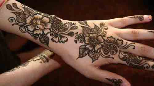 Simple back hand floral simple Pakistani mehndi designs 2017 for eid