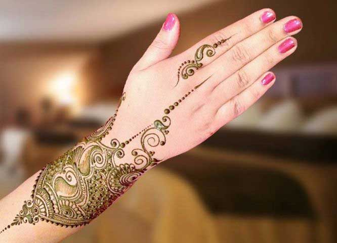 Wrist and back hand beautiful and simple Pakistani mehndi designs 2017 for eid