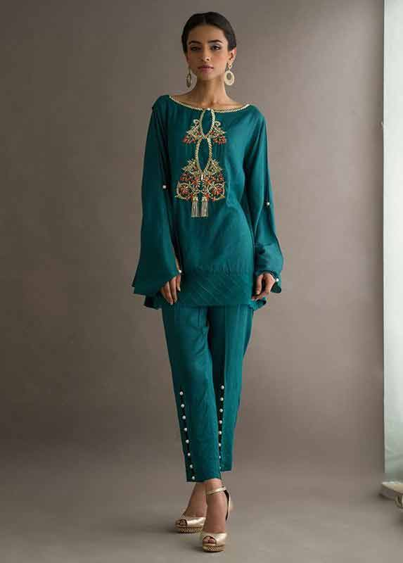 Latest green Deepak Perwani eid dresses for girls 2017
