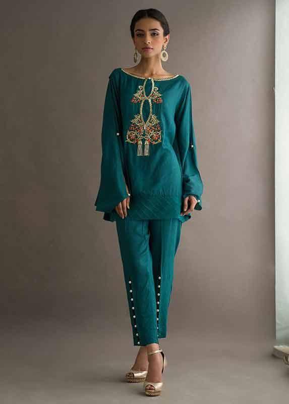 Latest green Deepak Perwani eid dresses for girls 2017