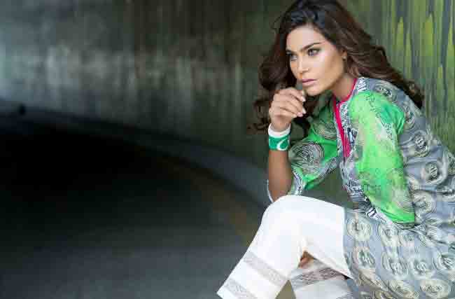 Light green shirt with white capri pants for Pakistan independence day 14th August dresses for girls 2017