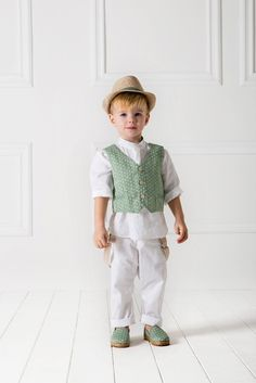 white shalwar kameez with green waistcoat for 14th august dresses for baby boys in Pakistan 2017