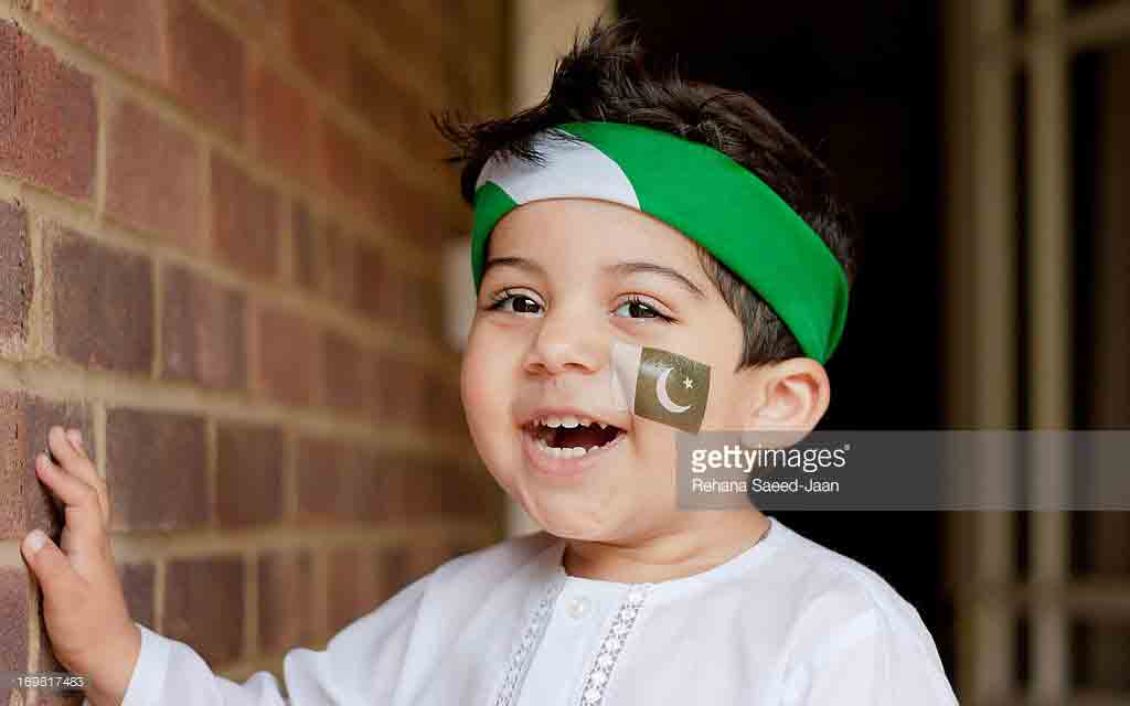 White shalwar kameez with green headband for 14th august dresses for baby boys in Pakistan 2017