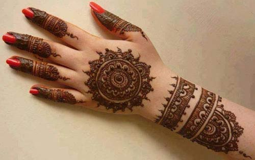 Floral simple gol tikka mehndi designs 2017 for back hands