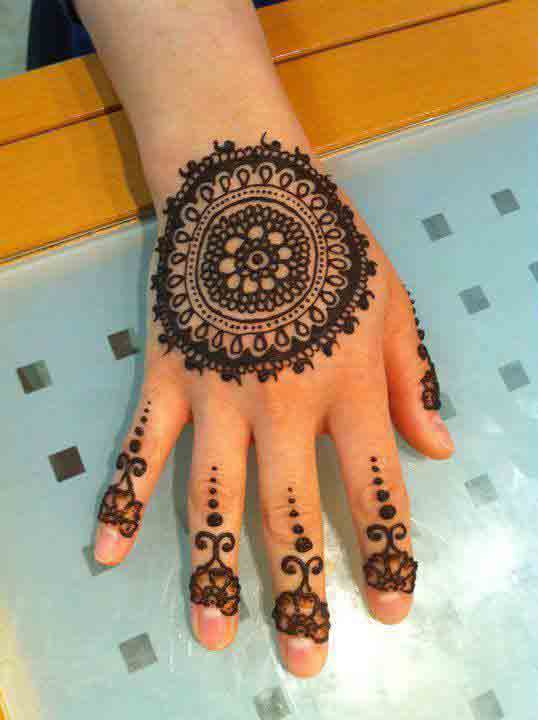 New simple gol tikka mehndi designs 2017 for back hands