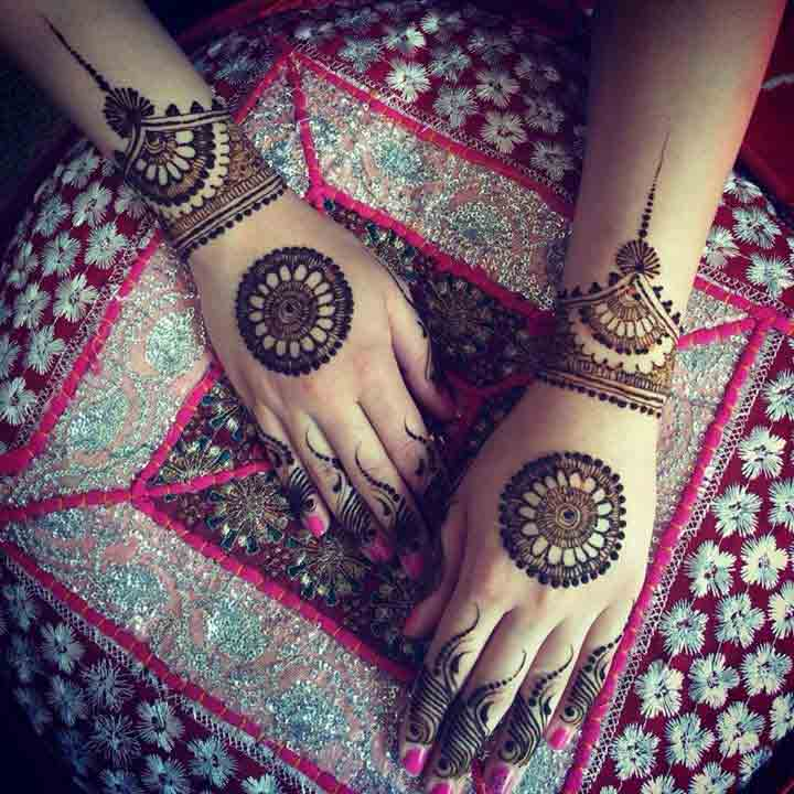 Bridal simple gol tikka mehndi designs 2017 for back hands