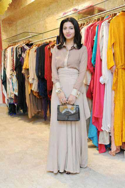 Pakistani Mahira Khan simple long skirts for girls