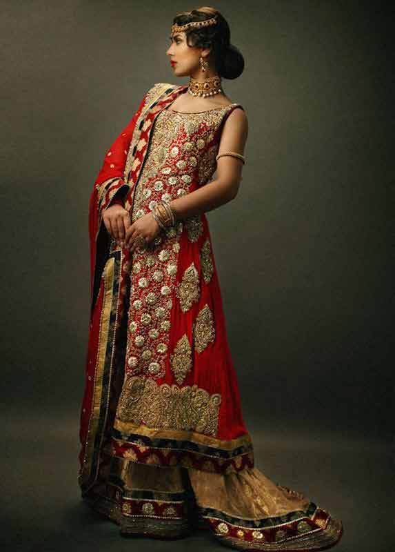 Best Pakistani bridal dress in red and golden color combinations 2018