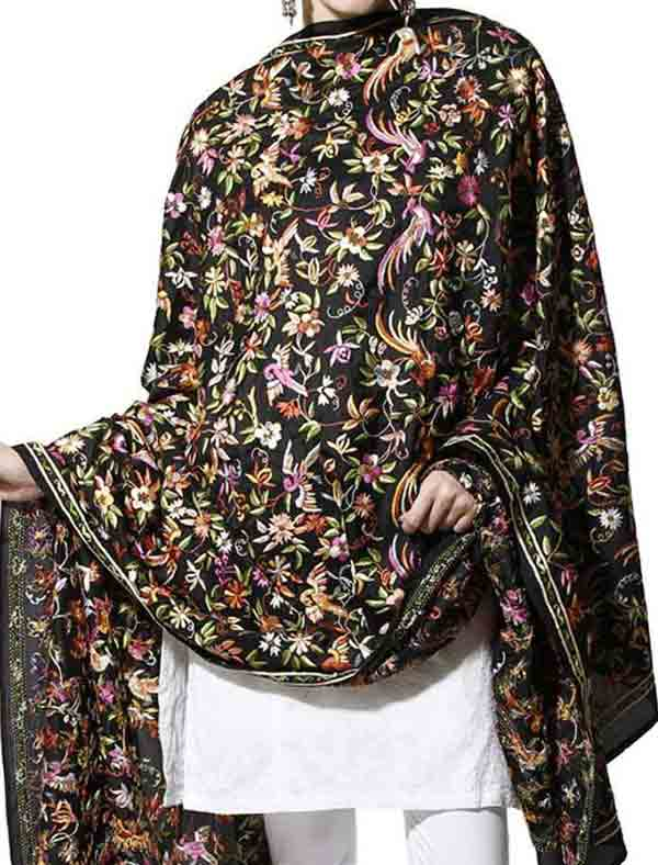 Ladies pashmina shawls in black color for winter season
