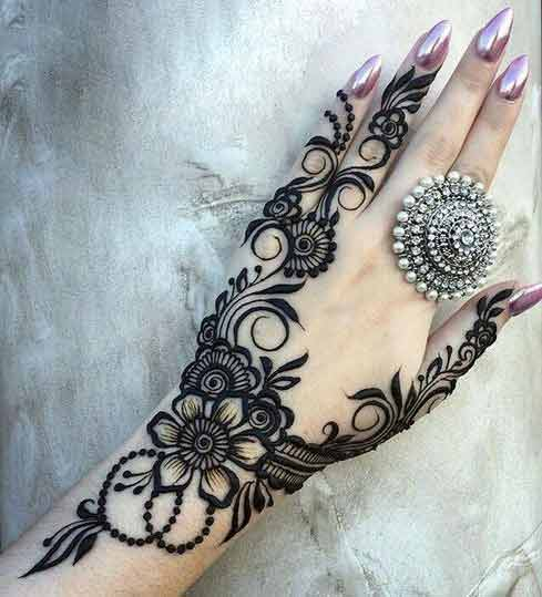 Latest thick Eid mehndi designs for back hand