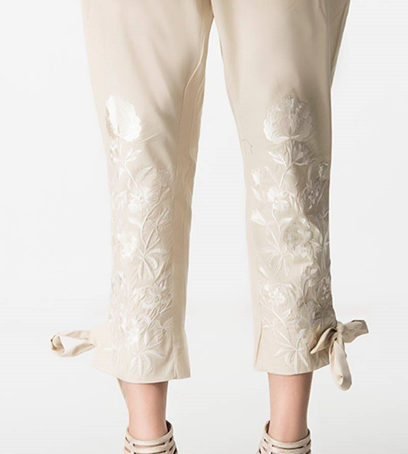 Knotted straight trousers in Pakistan