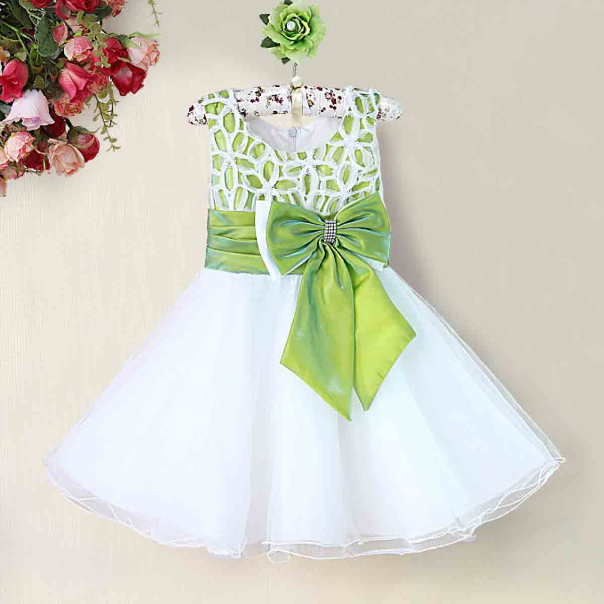 Baby girl frock designs with bow for 14 August in Pakistan