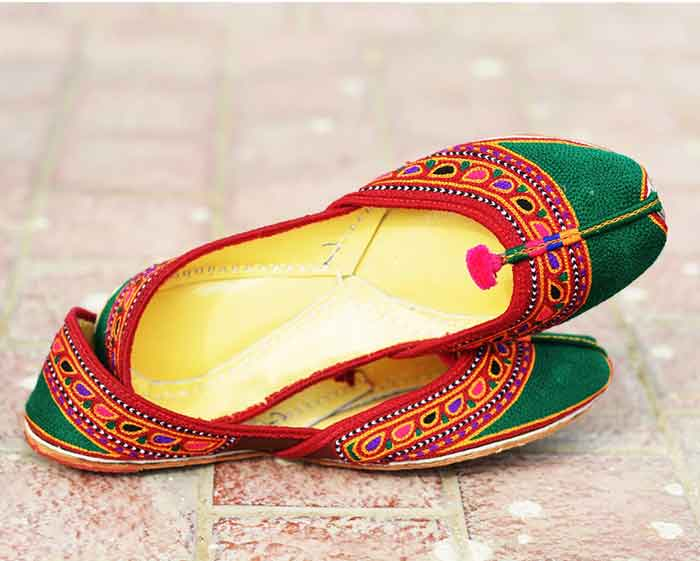 Printed green and red khussa styles in Pakistan