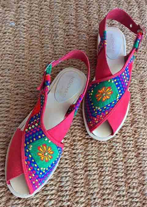 Red and blue peshawari chappal for girls in Pakistan