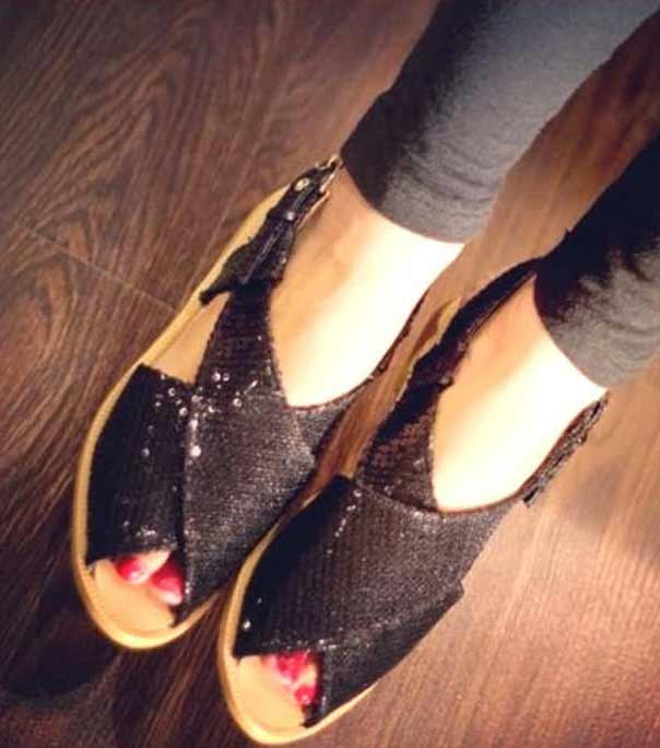 Black shimmery Peshawari chappal for girls