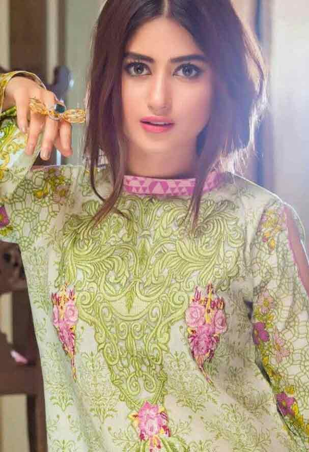 Center partition with loose front hairstyle for eid