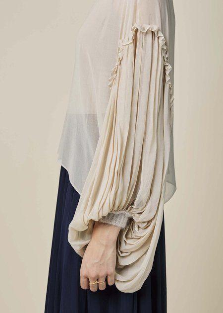 Long puff sleeve design